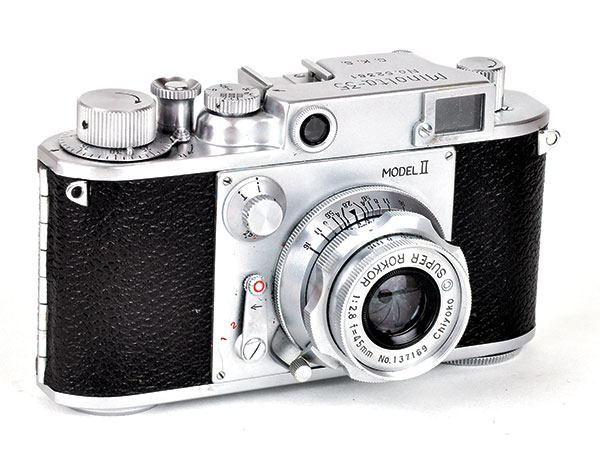 Minolta's Early 35mm Rangefinders Gave Leica a Run For Its Money