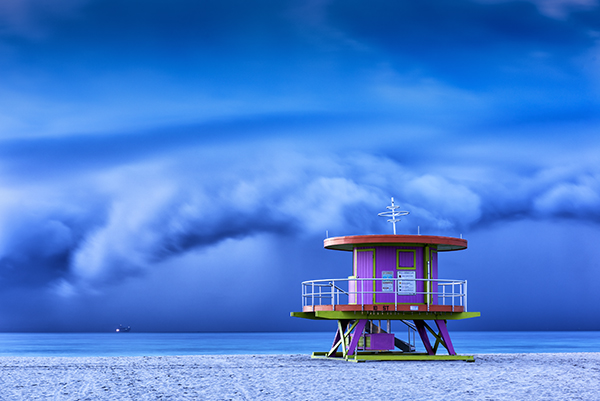 How to Shoot the Best Blue-Hour Photos: Tips & Techniques