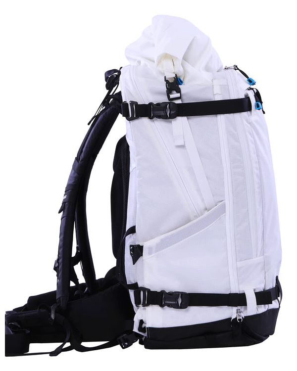 31c142d3b5e4 Be warned that this backpack is still in Kickstarter and cannot yet be  purchased at retail. I m including it here only because I reviewed the  smaller ...
