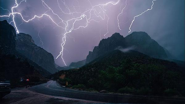 How to Take Striking Lightning Photos: 5 Tips