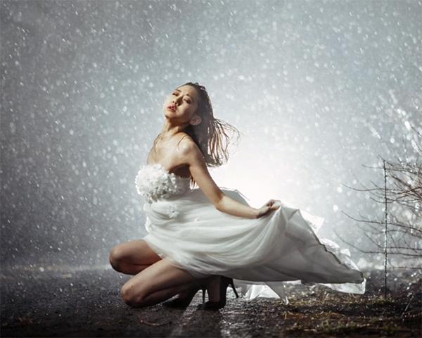 Watch Photographer Ilko Allexandroff Get Beautiful Portraits of a Model During a Rain Storm (VIDEO)