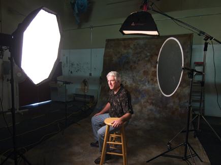 Одним из активных изобразительных средств фотографии является освещение объекта съемки, создающее тот или иной...