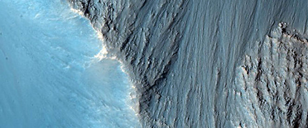NASA Just Released 1000 Otherworldly Images of Mars That Have to Be Seen to Be Believed