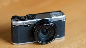 Sony Cyber-shot RX10 IV Review: Premium Superzoom Camera Offers