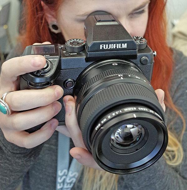 Medium Format Camera Reviews | Shutterbug
