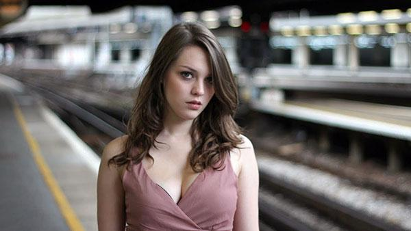How to Use Leading Lines in Portrait Photography (VIDEO)