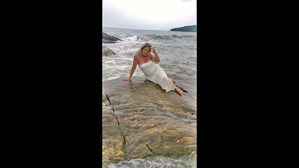 Eva Mendes Needle Treatment For Neck Tightening: Pic
