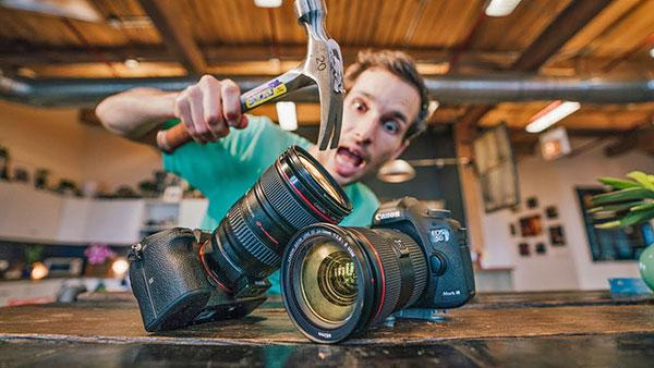 7 Things to Worry About If You're Thinking of Switching to Mirrorless Cameras from DSLRs