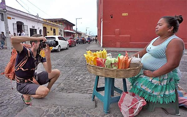 Try These 3 Easy Tricks to Shoot Striking Portraits of Strangers on the Street (VIDEO)