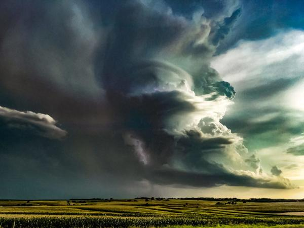 Landscape Photographer Jeff McPheeters Captures the Majestic Fury of Storms on the Great Plains