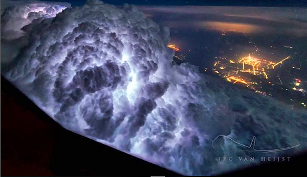 Check Out These Spectacular Images Captured by a Pilot From the Cockpit of a Boeing 747 Cargo Plane