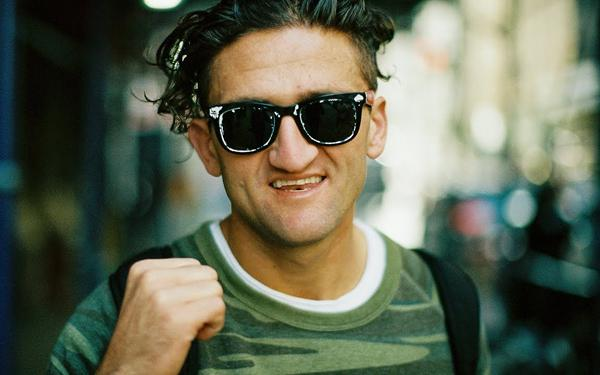 Become a Better Street Photographer by Learning How to Take Photos of Strangers (VIDEO)