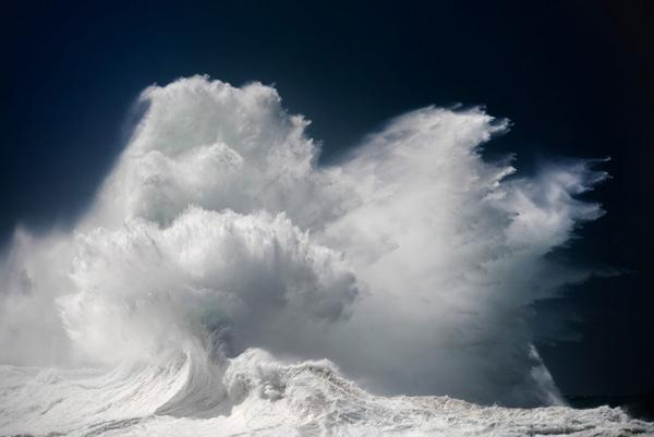 Australian Photographer Captures the Maelstrom of Gigantic Waves, and All You Can Say is WOW!