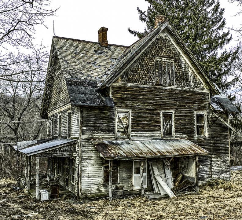 Houses Websites: Abandoned Farm House