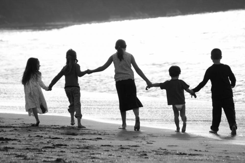 Cousins holding hands | Shutterbug
